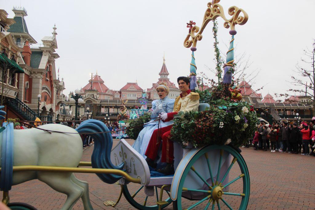 Desfile final en el parque Disneyland en París