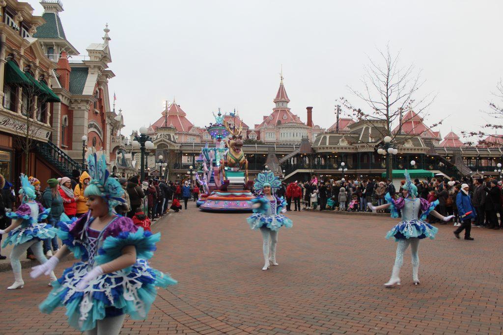 Desfile final en el parque Disneyland en París.