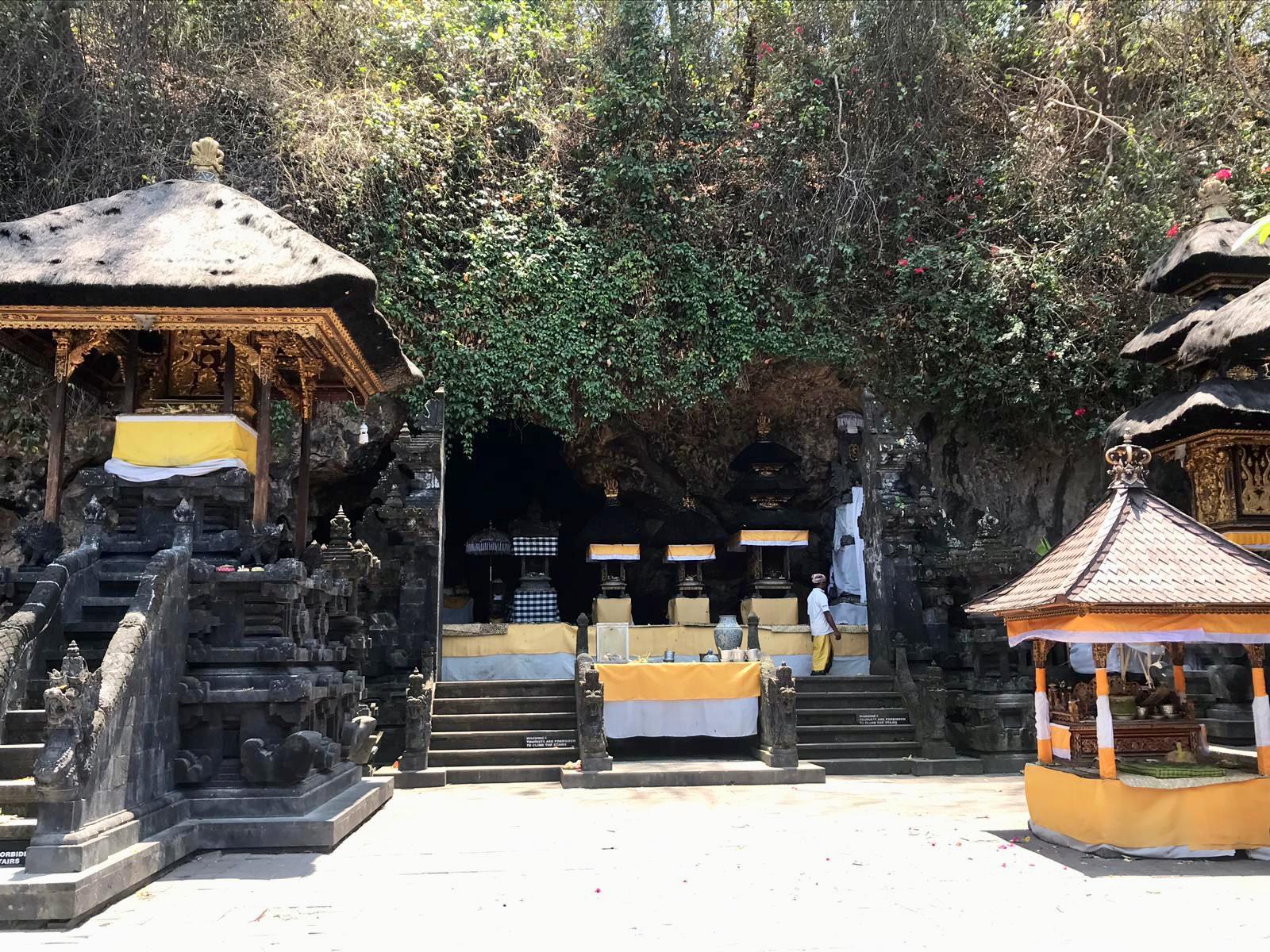 Templo de los murciélagos y White Sand Beach